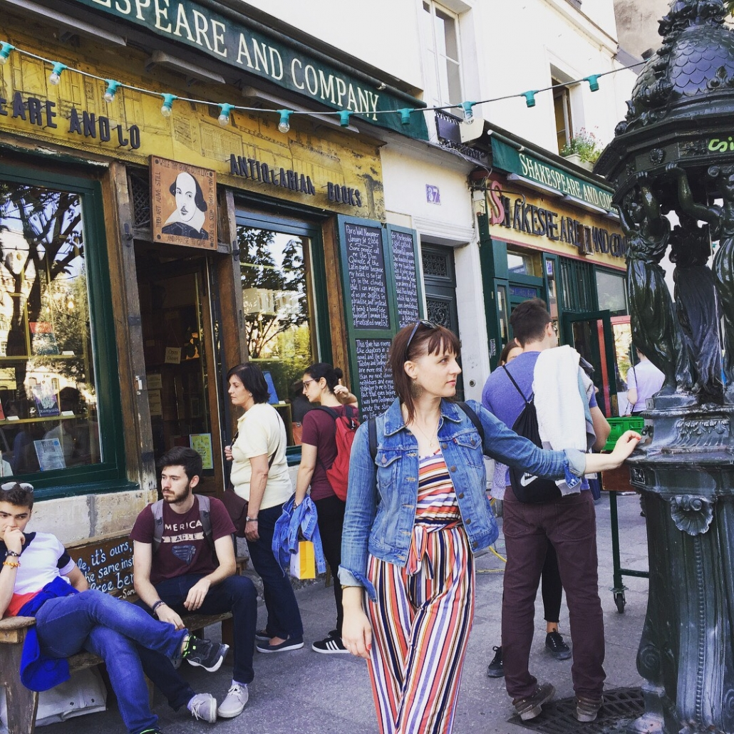 Shakespeare & Co street scene